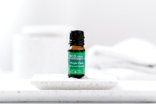 Tea tree oil lip balm for cold sores