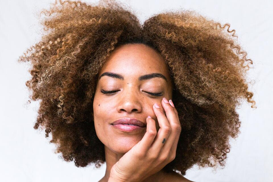Natural and organic hair care routine products for the curly girl method